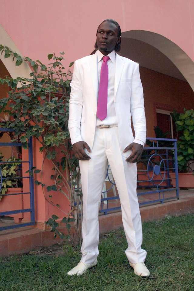 a vendre  costume mariage blanc avec chaussures cfdf9883af1
