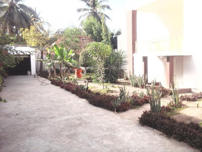 Villa avec jardin et case à hann mariste