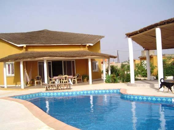 Villa neuve avec piscine terrain 1325 m sur ngaparou for Campement a louer avec piscine