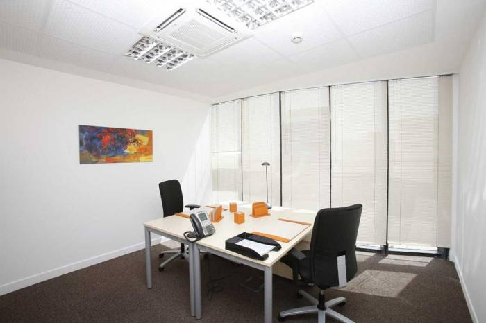Loue superbes bureaux meubles et equipes a dakar