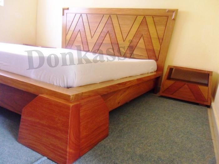 Forme De Lit à Coucher En Bois : Chambre à coucher en bois massif