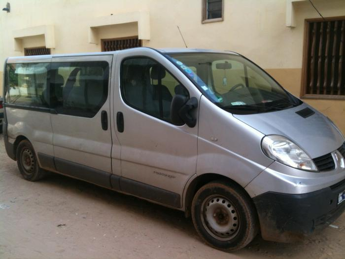 location minibus renault trafic 10 1 places long. Black Bedroom Furniture Sets. Home Design Ideas