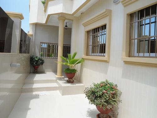 A louer des villas modernes dakar for Belles villas modernes