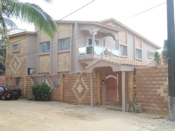 A vendre une villa haut standing avec piscine ngor almadies for Salon a vendre a dakar
