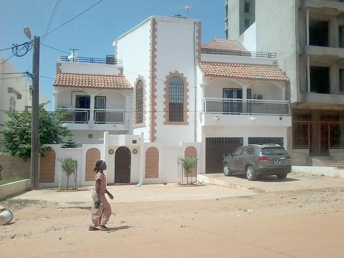 A vendre unebelle villa r 1 a liberte 6 ext dakar for Salon a vendre a dakar