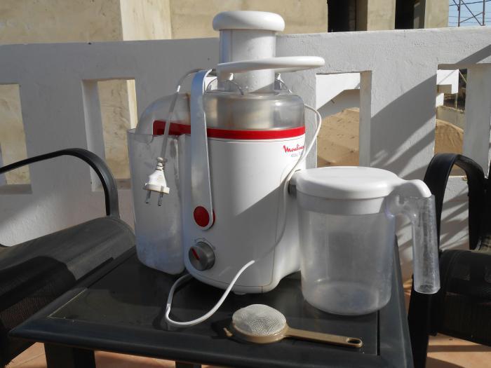 vends machine pour transformer fruit et legumes en boisson ou jus naturel. Black Bedroom Furniture Sets. Home Design Ideas