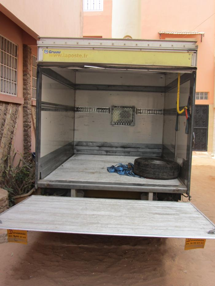 location utilitaires taxis bagage camions. Black Bedroom Furniture Sets. Home Design Ideas