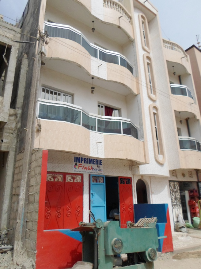 A vendre un immeuble r 3 la cit cpi for Salon a vendre a dakar