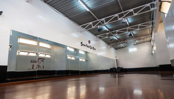 Nous disposons de deux magnifiques salles polyvalentes parfaites pour vos tournages vidéos castings répétitions musicales pratiques de danse