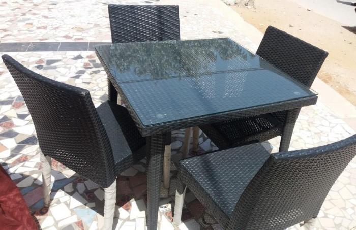 table jardin en style rotin